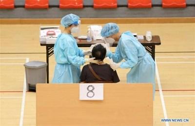 Близо 1,78 милиона жители на Хонконг са участвали в масовото тестване за COVID-19 СНИМКА: Радио Китай