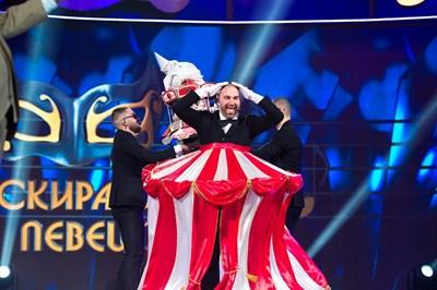 """Боби Ваклинов бе в костюма на Циркът в """"Маскираният певец"""""""