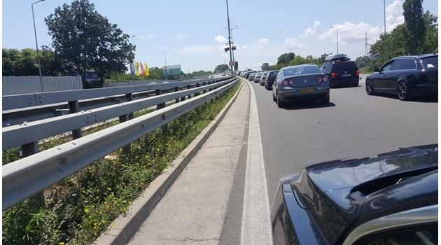 Огромна тапа блокира пътя за Южното Черноморие (Снимки)