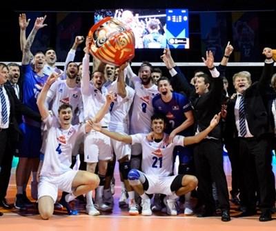 Французите са щастливи след победата над Германия, която ги прати на олимпиадата в Токио.  Снимка: CEV