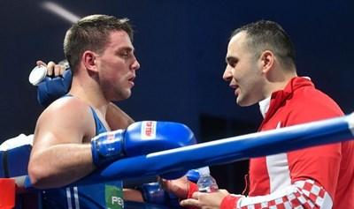 Боксьорът в тежка категория Тони Филипи и треньорът Томо Кадич (вдясно) са заразени с коронавирус след завръщането от олимпийската квалификация в Лондон. Инфектиран е и треньорът на женския национален отбор на Хърватия.