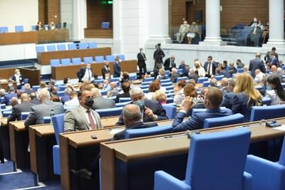 Депутатите гласуват промените в ИК. СНИМКА: Йордан Симeонов