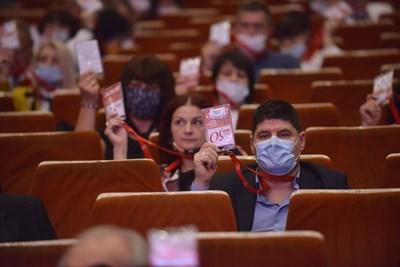 Делегатите на 50-ия конгрес гласуваха нов състав на Националния съвет. СНИМКИ: ЙОРДАН СИМЕОНОВ
