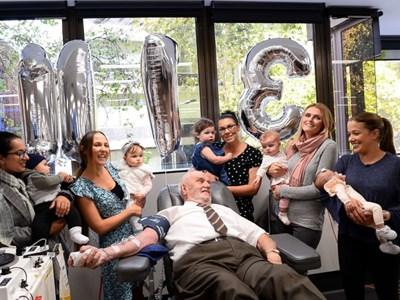 Благодарни майки присъстваха на последното кръводаряване на Джеймс Харисън. СНИМКА: Фейсбук
