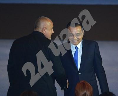 Бойко Борисов и Ли Къцян преди откриването на бизнесфорума в зала 1 на НДК. СНИМКА: ЙОРДАН СИМЕОНОВ