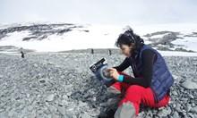 """Прочете ли петия брой на """"Космос""""?! Списанието с експедиция до Антарктида дълбоко в недрата"""