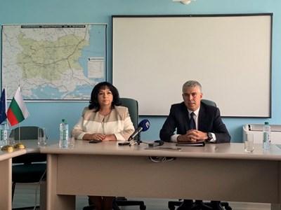 """Министърът на енергетиката Теменужка Петкова и шефът на """"Булгартрансгаз"""" Владимир Малинов при подписването на договора"""