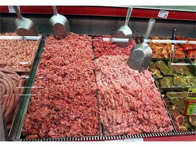 Директно смляната пред вас кайма от свежо месо е единствената гаранция за качеството й.
