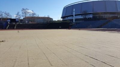 Тревното покритие за Градския стадион трябва да пристигне в сряда и тогава да започне неговото полагане от специалисти. Снимки РОСЕН МОЛЛОВ