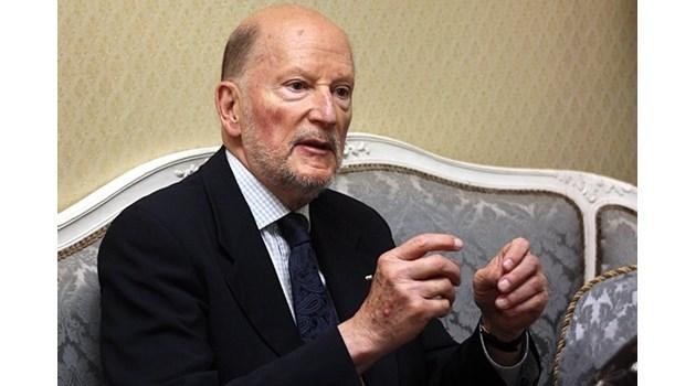 Виж как за 24 секунди през 1990 г. Сакскобургготски категорично се отказва от имотите си в България в интервю пред Кеворк Кеворкян