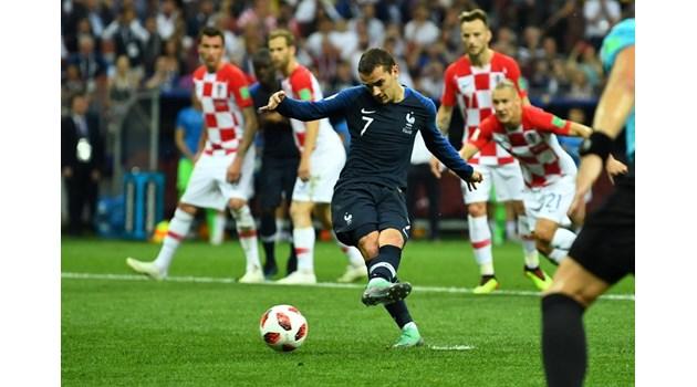 Франция световен шампион! Съдията помогна на петлите