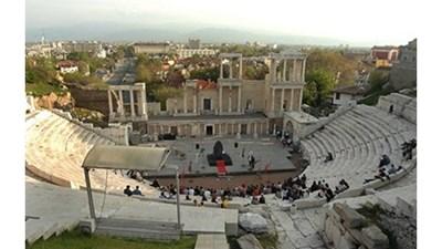 Пловдив неизменно държи второто място по население в страната.