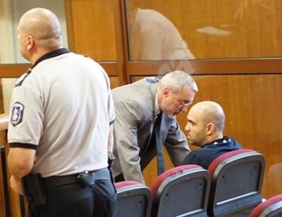 Общинарят Пейко Янков с адвоката си в спецсъда   СНИМКА: Десислава Кулелиева
