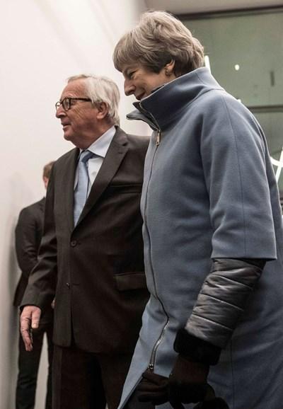 По-рано днес британският премиер Тереза Мей пристигна в Страсбург за среща с председателя на Европейската комисия Жан-Клод Юнкер. Снимки РОЙТЕРС