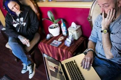 За спермата е вредно поставянето за дълго време на лаптоп в скута и мобилен телефон в предните джобове на панталона. СНИМКА: РОЙТЕРС