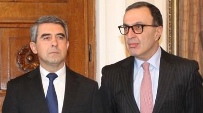 Президентите Росен Плевнелиев и Петър Стоянов са единствените българи засега, подписали се под каузата.