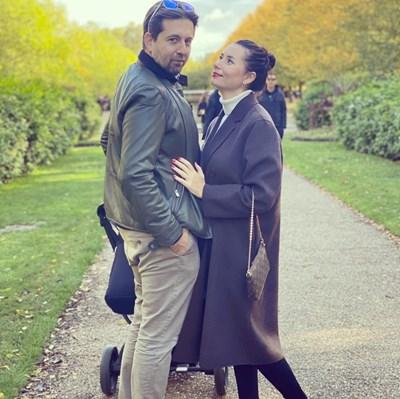 Наталия Кобилкина с мъжа си Такис