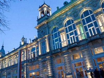 Сградата на Доходното здание е една от най-красивите в града.