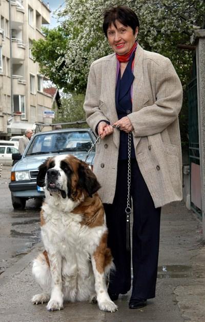 Лиляна Стефанова със санбернар