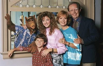 Семейство Танер - Уилям, Кейт, Лин и Браян, с новодошлия Алф