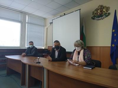 Областният управител Красимир Кирилов и д-р Светла Ангелова СНИМКА: Авторката