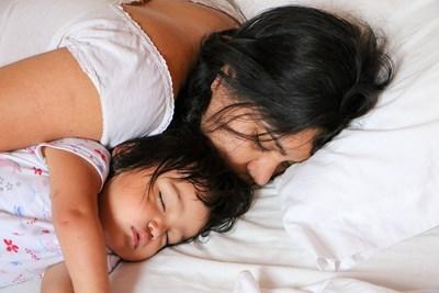В Азия спането на семейството в една стая е силно разпространено и не се дължи на бедност, както се твърди в западните държави.