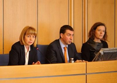 Кметът на София Йорданка Фандъкова, главният архитект Здравко Здравков и Хенриет Вамберг от Gehl Architects.