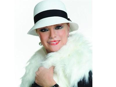 Искра Радева, която феновете й наричат българската Мерил Стрийп, си позволява да играе в епоритчо бельо без да спазва диета - разчита само на аеробиката по уроците на Джейн Фонда. СНИМКА: 24 часа