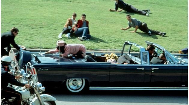 ФБР следило Лий Харви Осуалд 2 месеца преди убийството на Кенеди. Според разсекретени от Тръмп документи тайните служби  засекли срещите му с кубински и съветски дипломати в Мексико