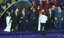 """От Световното ще помним """"Слава на Украйна"""" и чадъра на Путин"""