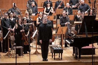 Участието на сцена зарежда пианиста Георги Черкин с най-голяма доза адреналин.