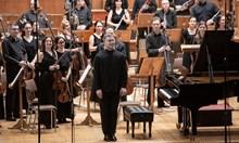 """Георги Черкин - адреналин пианист, който свири свои """"версии"""" и на"""" Междузвездни войни"""", и на Лунната соната"""