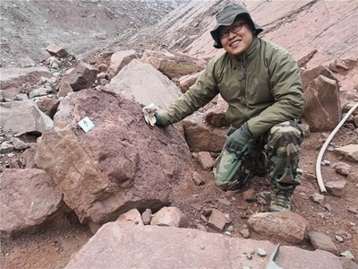 Учени откриха най-голямото струпване на следи от динозаври в Китай СНИМКА: Радио Китай