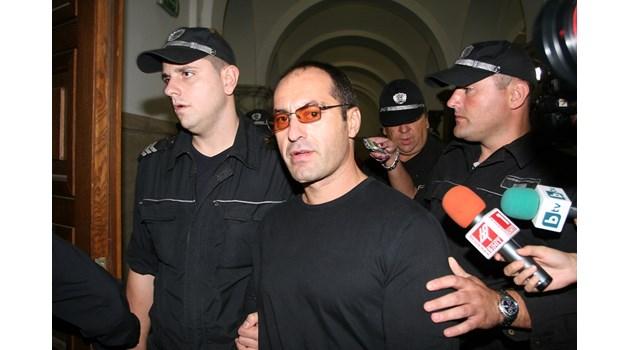Владимир Пелов се разхождал по анцунг и с баскетболна топка нощем из Ботевград, правел се на тийнейджър