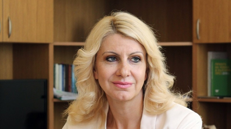 Десислава Ахладова ще замества Цачева като правосъден министър. Бившата съдийка ще е на поста, докато Народното събрание гласува оставката на Цецка