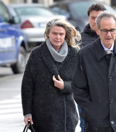Елена Динева с адвоката си, когато още не беше задържана