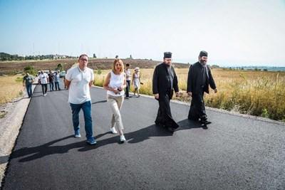Столичният кмет Йорданка Фандъкова провери ремонта на пътя за Дивотинския манастир. СНИМКА: СТОЛИЧНА ОБЩИНА