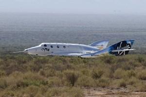 Космическият самолет на Брансън VSS Unity успешно приземен след полета.