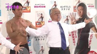 Мики Риосуке прави демонстрация в тв предаване как се диша, за да се свалят килограми. СНИМКА: 24 часа