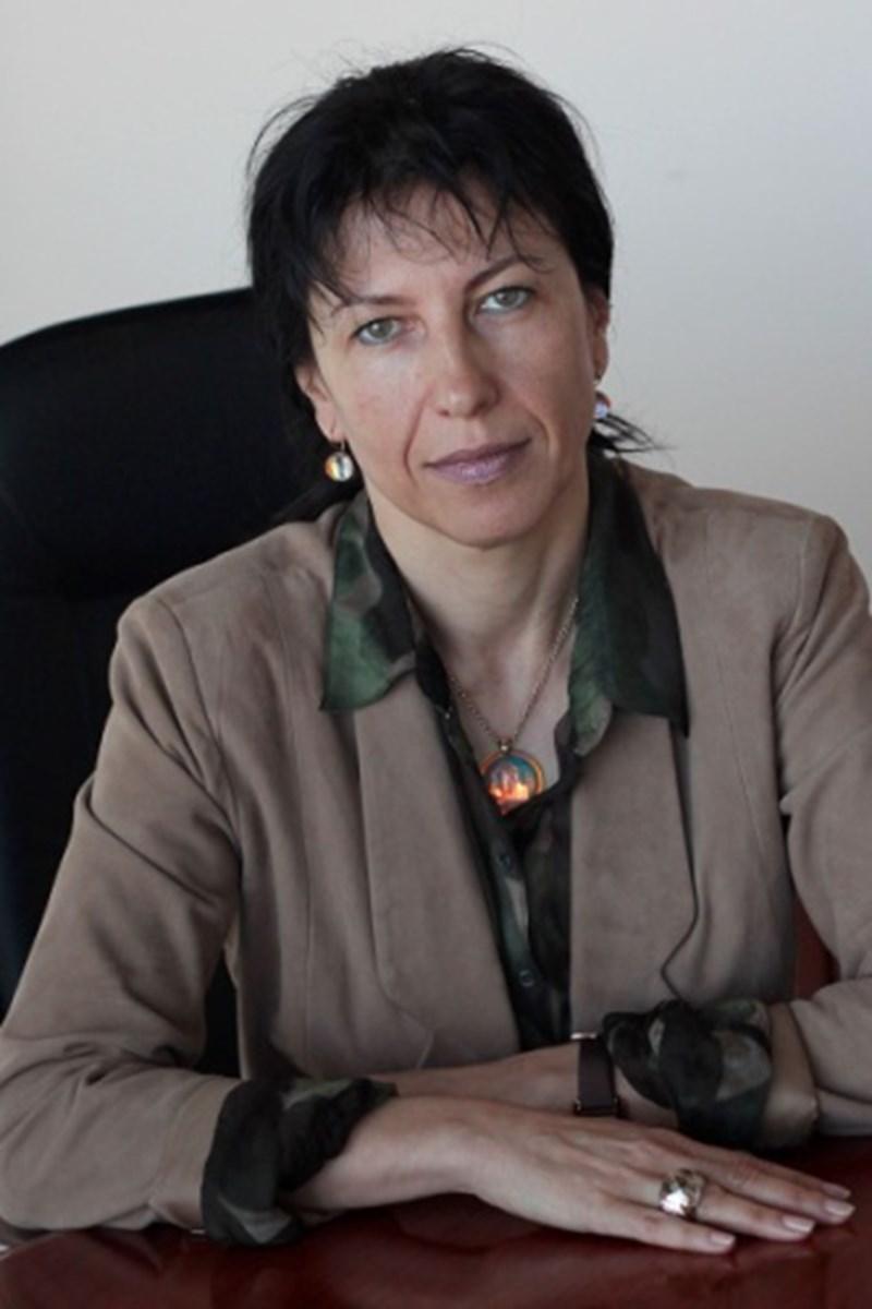 """Десислава Любенова ДН, създател и управляващ директор на """"СБАЛ- Гръбначен център"""" АД"""