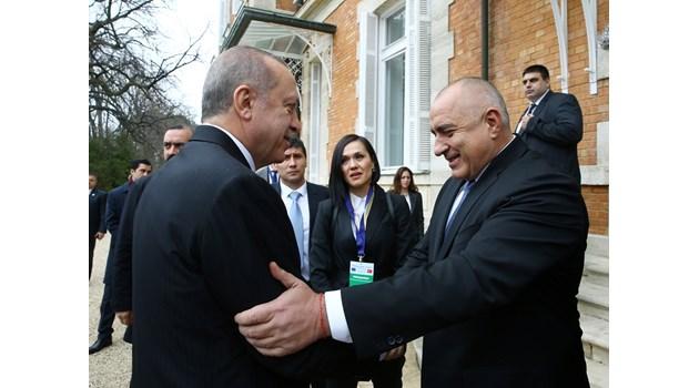 Борисов в инфарктен баланс между Туск, Юнкер и Ердоган