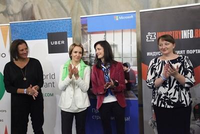 Празникът бе открит от еврокомисаря по цифрова икономика и общество Мария Габриел, дигиталния шампион на България Гергана Паси, зам.-министъра на образованието Деница Сачева и Анке ден Оуден.