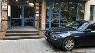 Служители още са били на работа при стрелбата в София, вижте дупките от куршуми (Снимки)