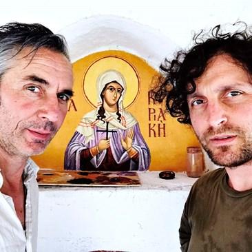 Иван Юруков и Стоян Божкилов пред стенописа на Света Неделя, който двамата направили.