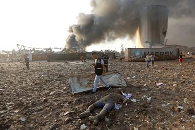 Експлозията стана на пристанището в Бейрут.