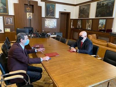 """Президентът на КТ """"Подкрепа"""" инж. Димитър Манолов и главният прокурор Иван Гешев СНИМКА: Прокуратурата"""