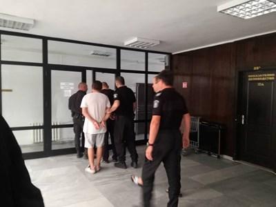 Окръжният съд в Благоевград остави в ареста трима петричани за трафик на дрога в Гърция.