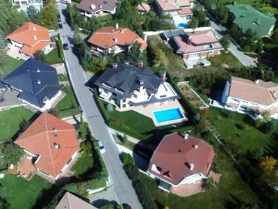 Преди няколко години данъчните заснеха от въздуха луксозни имоти, които ще проверяват дали се ползват за офиси.