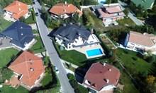 Проверяват 220 души със скъпи имоти