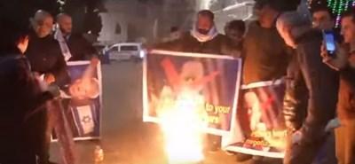 Протестиращи горят портрета на Тръмп Кадър: Youtube